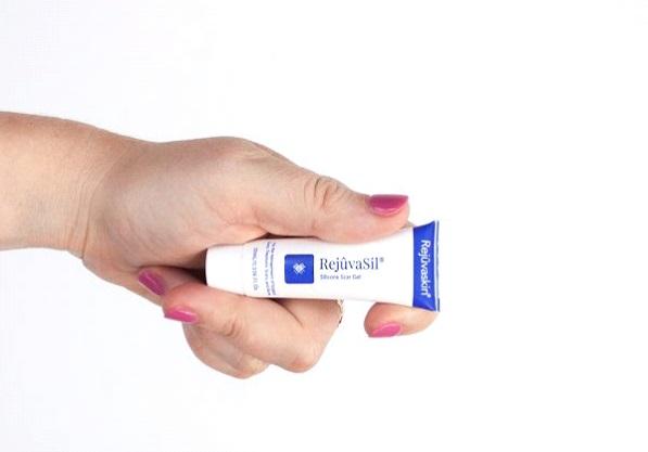 Sử dụng Rejuvasil thường xuyên để xóa sẹo