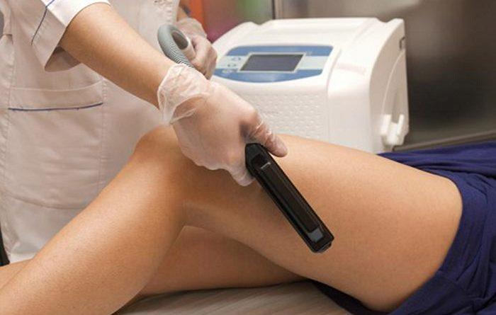 Có nên điều trị sẹo thâm mụn lâu năm ở chân bằng Laser?