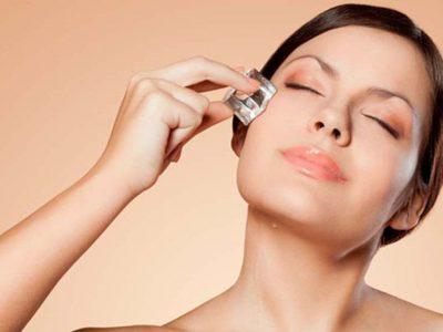 Cách trị thâm quầng mắt bằng đá hiệu quả nhanh chỉ sau 10 phút
