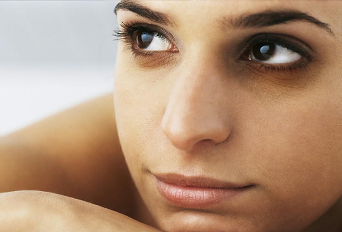 Đôi mắt thâm quầng làm ảnh hưởng đến nét đẹp và cả tâm lý của các chị em